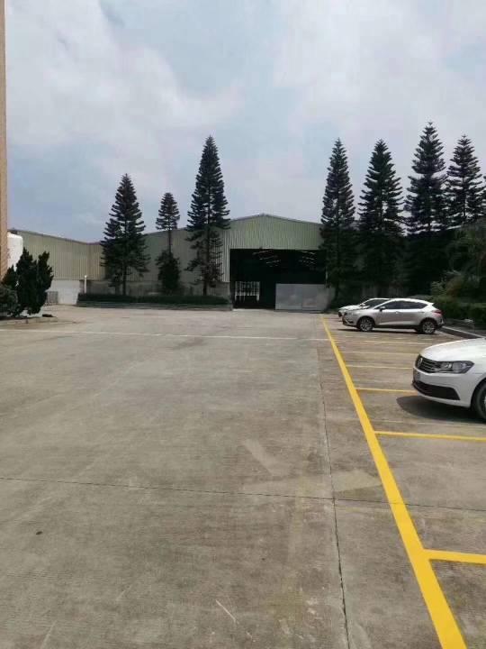 大马路边上仓库出租空地可停50辆货车带喷淋