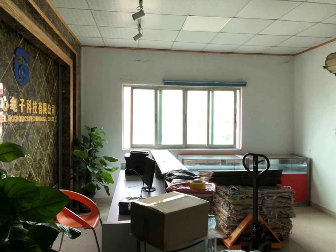 西乡黄田新出楼上800平方带精装修厂房出租