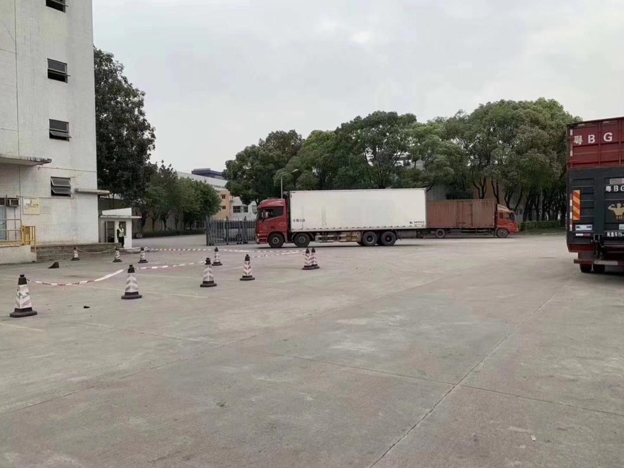 龙大高速出口红本标准物流仓库出租面积7800平米,合同3+2