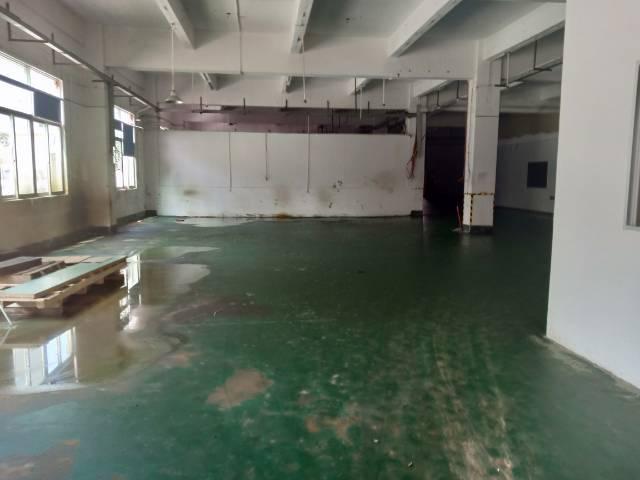 平湖辅城坳工业区一楼800平方厂房出租。