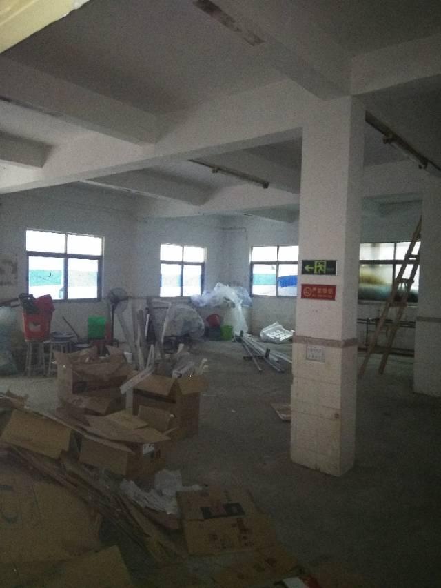 塘厦振兴围工业区宿舍一楼860做仓库