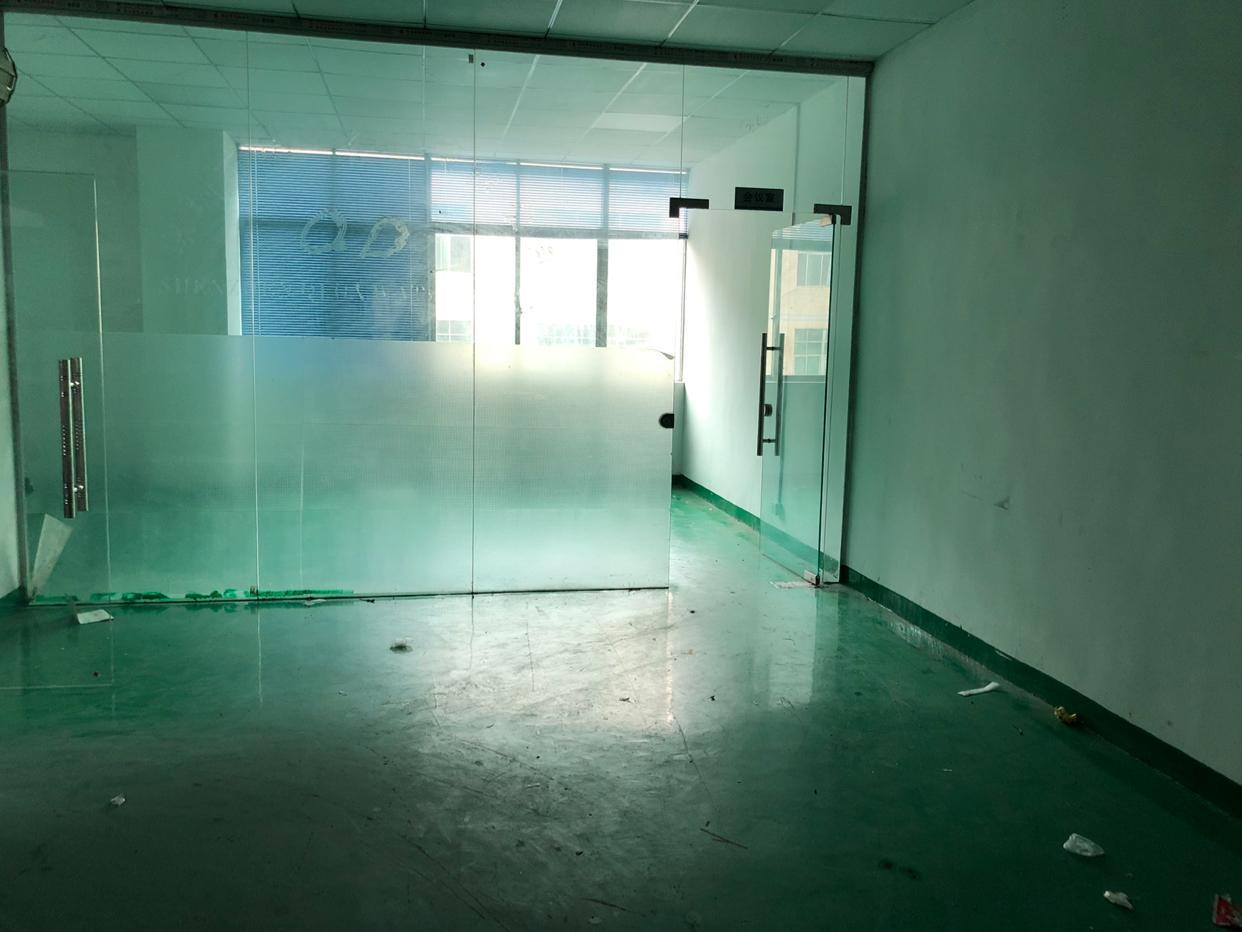 西丽地铁口附近楼上800平精装修厂房出租