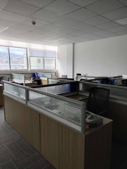 横岗塘坑地铁站200米空出办公室300平带装修带家私