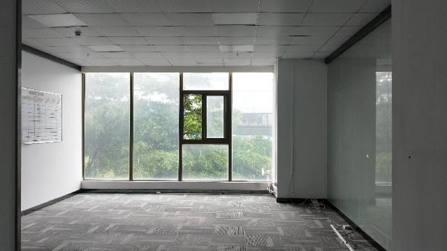 宝安大道地铁口附近精装写字楼落地窗,采光好,价格实惠