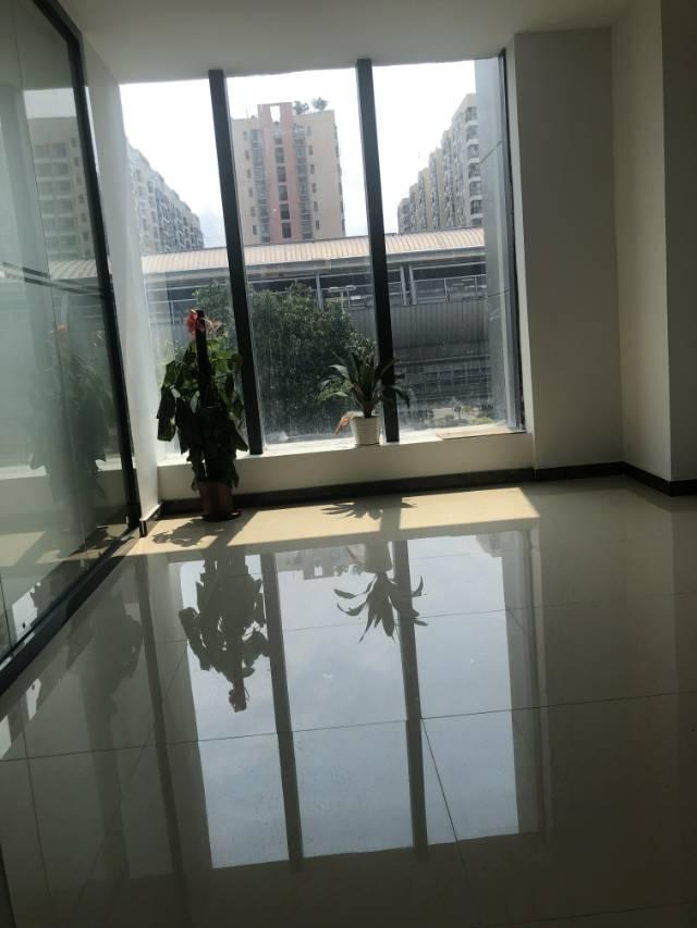全玻璃幕墙可办理红本地铁口精装特价办公室