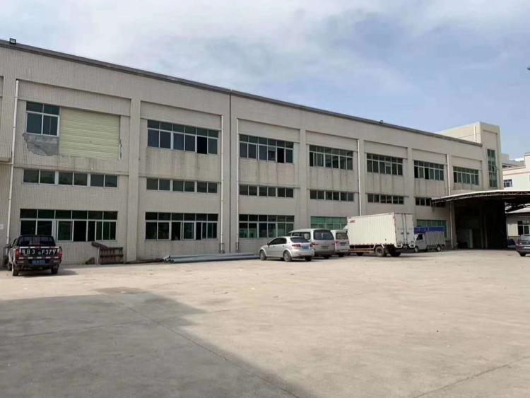 观澜靠近龙华独院厂房分租楼上400平方带豪华装修!