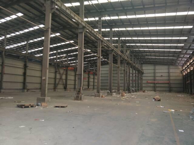 横店钢结构厂房3000平米带行车轨道,临近城市主干道进出大车