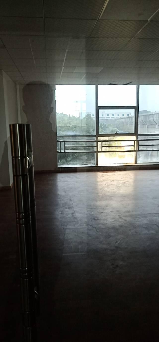 东莞靠近外环高速路口新出豪华装修办公室和写字楼