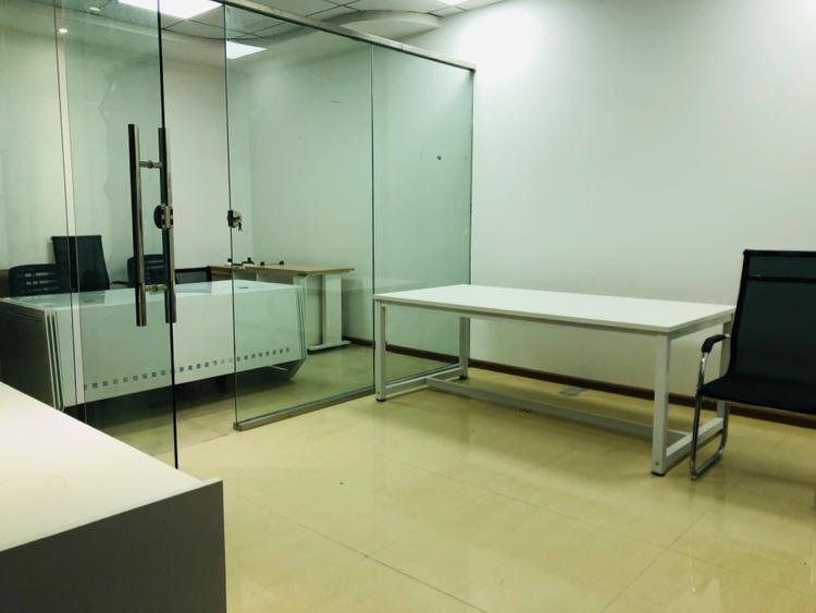 后瑞地铁站50米小面积办公可拎包办公