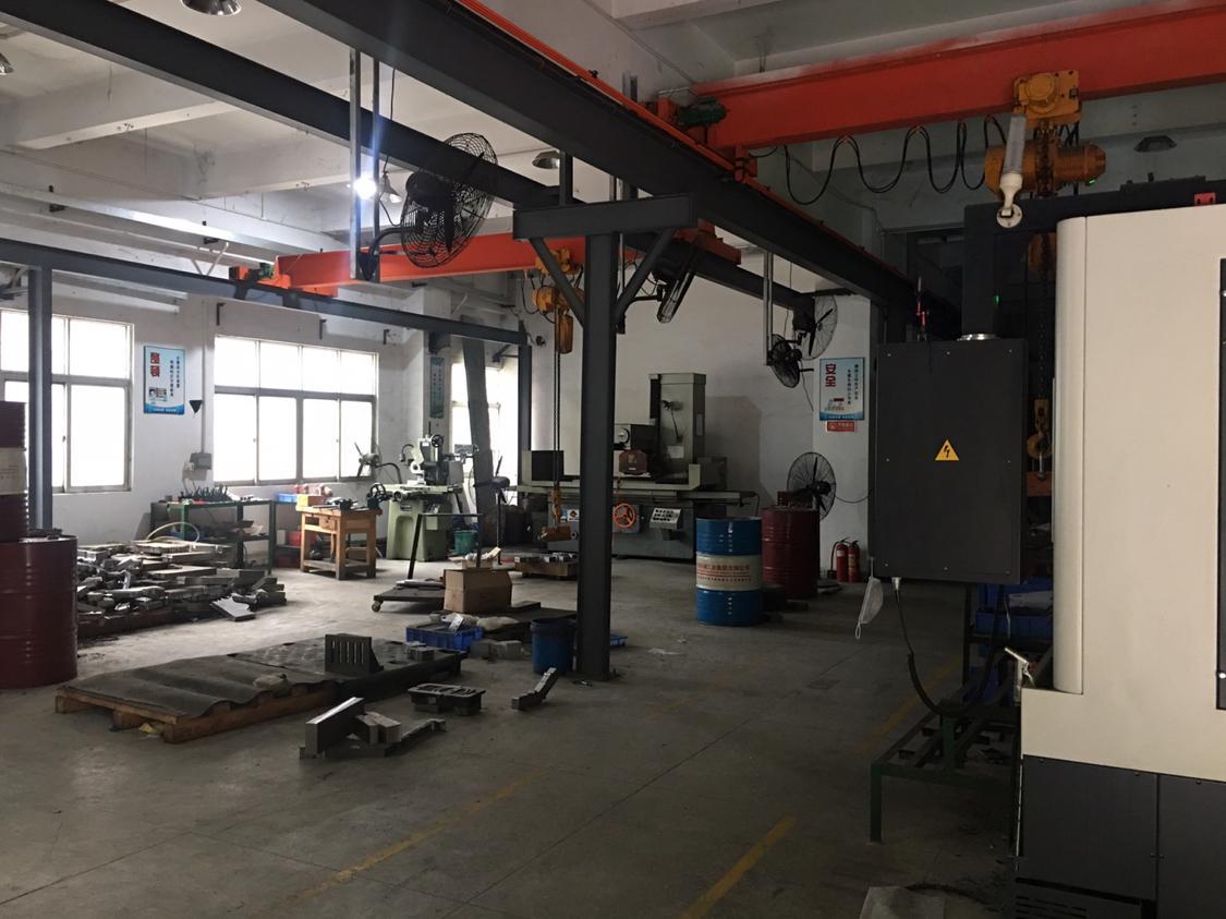 松岗镇燕川工业区红本厂房一楼400平500平带行车