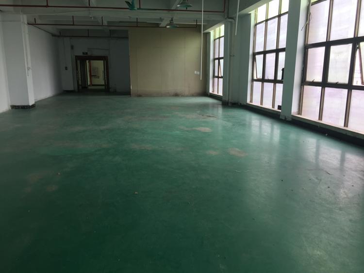 凤岗镇独院楼上400平厂房出租带装修办公室-图4