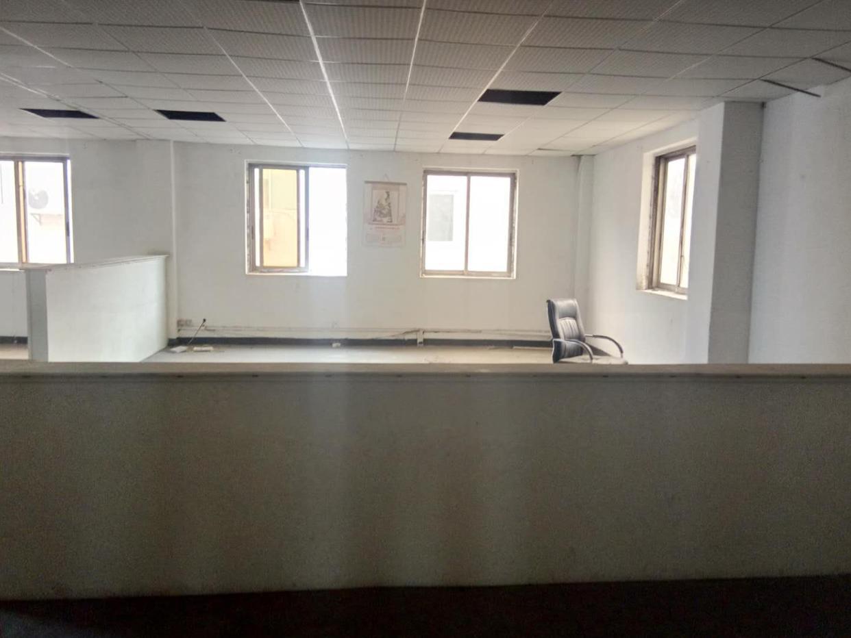 万江新出靓盘650平方三楼现成装修办公室宿舍齐全