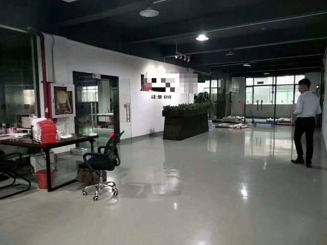 深圳市沙井宝安大道靠近地铁口楼上精装修1800平米厂房出招租
