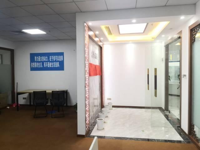 长龙地铁站500米办公室187平精装修带家私