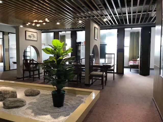 福永地铁口新出楼上原房东豪装办公室实际面积760出租
