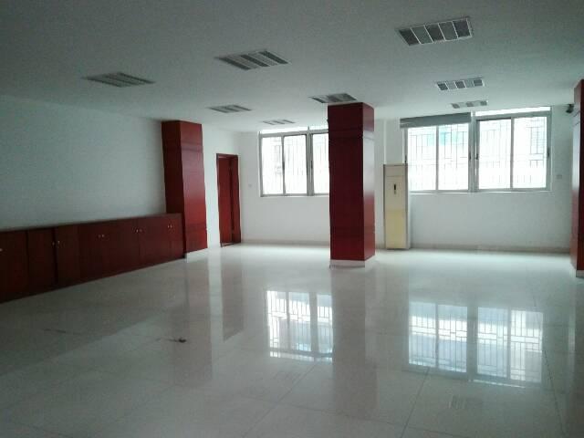 石岩镇科技园区内,带精装修100~800平方厂房,办公室出租