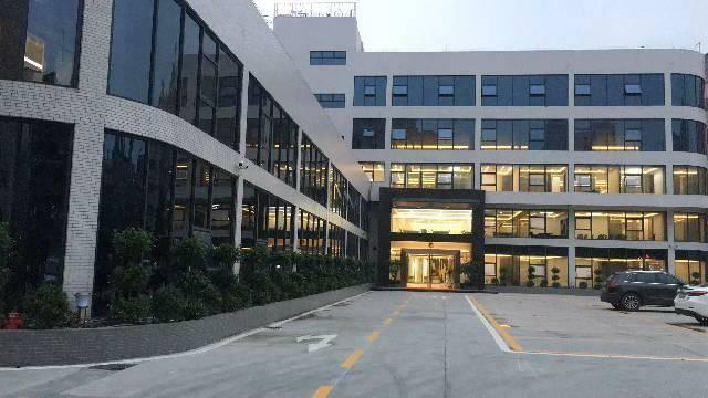 广州市黄埔区科韵路豪华装修带办公家具办公室200平招租