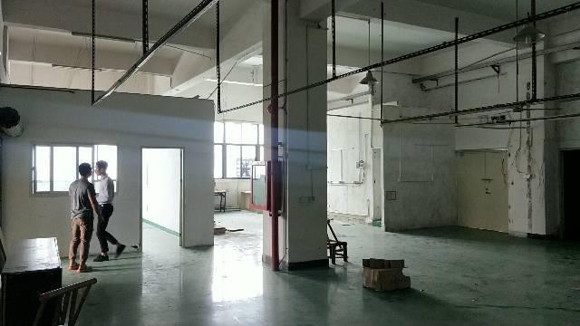 松岗松福大道边上新出厂房七楼380平方,环境优好,低价出售