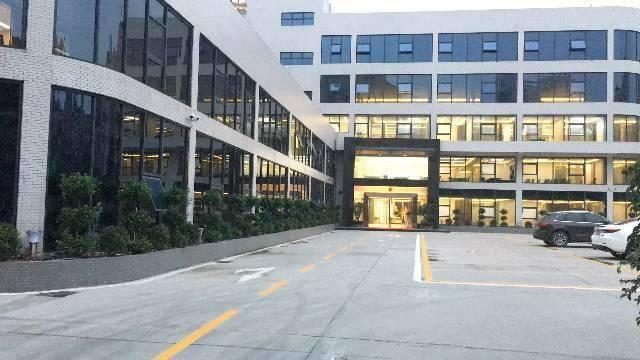 天河区棠下BRT旁豪华装修带办公家具办公室150平招租