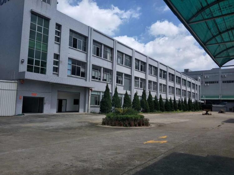 观澜高薪区独院厂房招租二楼2800平方,有办公室地坪漆装修