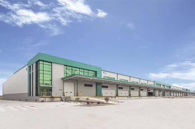 新出10米高高标准仓库8000平米带卸货平台,空地6000