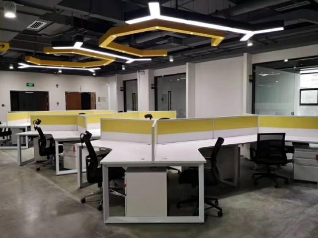 拎包办公,后天精装写字楼两千元周租带红本租赁。