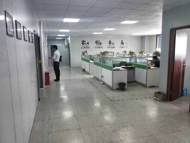 福永凤凰新出楼上1220㎡带装修厂房出租