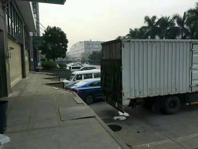物流仓库带10台车卸货平台空地使用面积大随心所欲倒车没进出