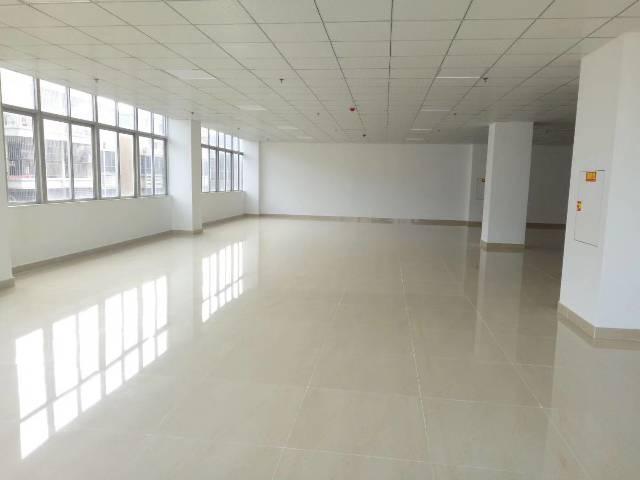 福永沿江高速出口新出一套200平办公室仓储贸易加工