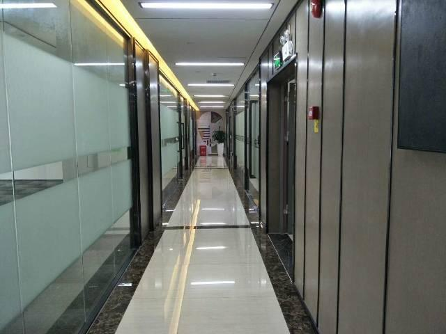 地铁口精装办公室,停车位充足,有红本