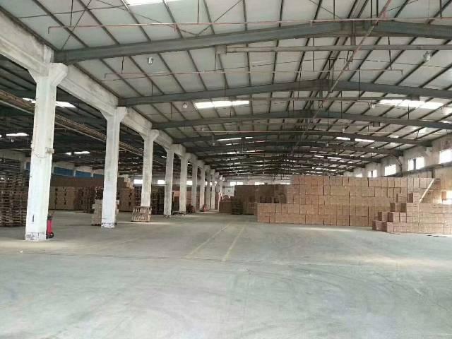 塘厦主干道边上,4月底空出单层物流仓库,混凝土墙高8米,独栋