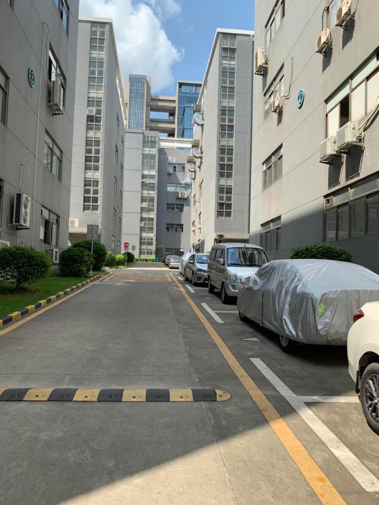 布澜路旁大型园区内分租一楼1500平米,带红本