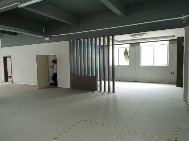 深圳光明玉律大型美景工业园2800平方有装修前台地坪漆
