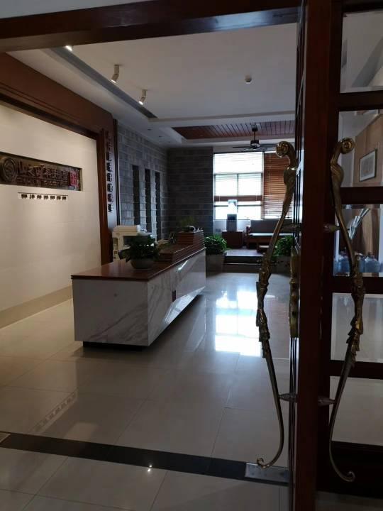 龙华深圳北站龙胜地铁口附近1450平办公室厂房出租