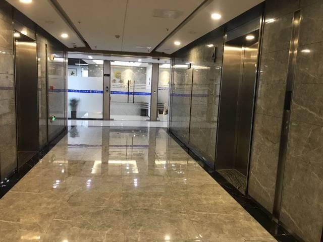 高铁站精装4+1隔间写字楼250平出租,80平起租