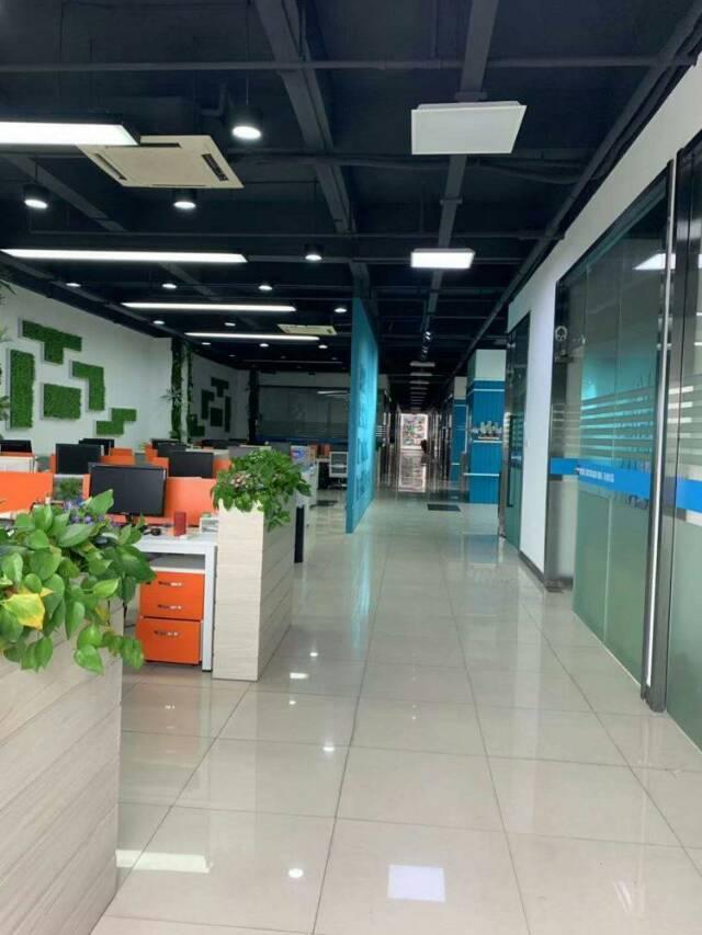 广州天河车陂地铁口现成家私家电办公室370出租