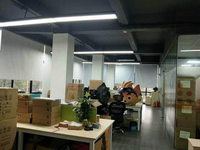 广州市天河区员村精装修带家私办公室图片1