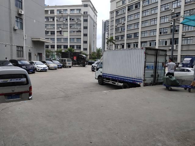 布吉标准一楼带卸货平台2000平出租
