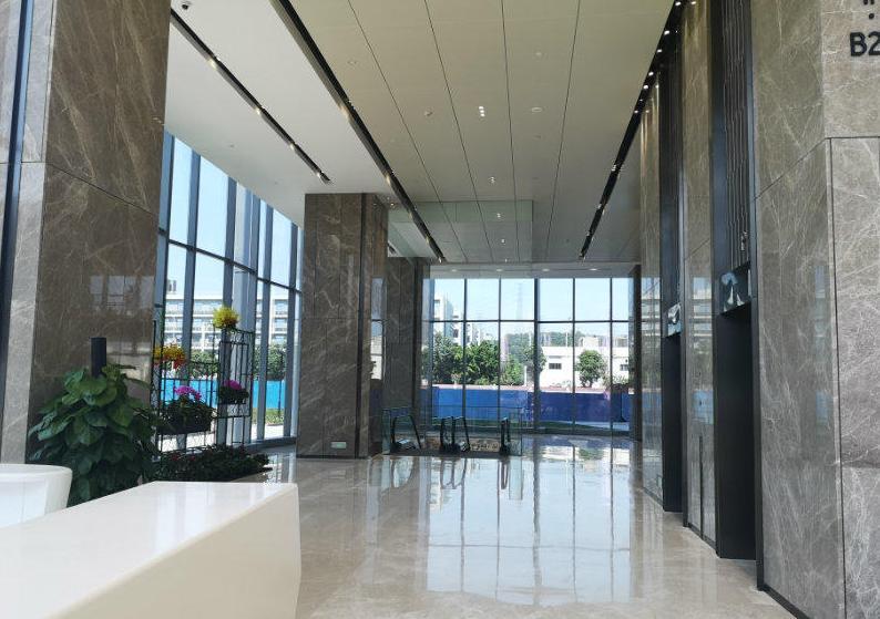 沙井地铁口同方中心甲级写字楼精装修带隔间特价单位