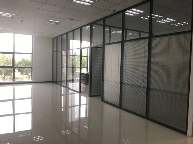 120平带隔间,家私,观澜电商,贸易创业办公写字楼