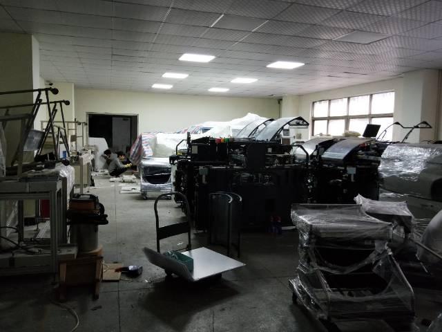 福永107国道边楼上800平方带装修厂房出租。