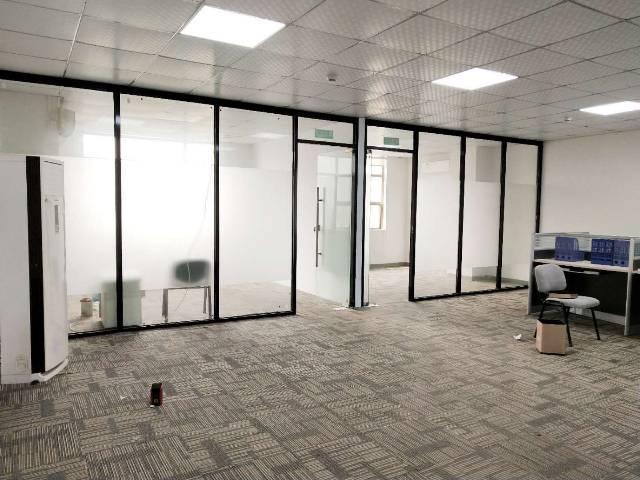 146平精装带玻璃隔间,拎包入驻配办公家具中央空调