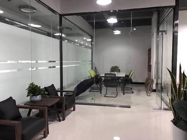 章阁160平精装修,带2+1玻璃隔间,配备办公家具