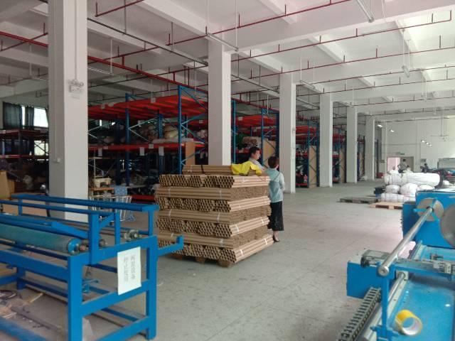 平湖华南城旁一楼标准厂房1400平米出租,高六米
