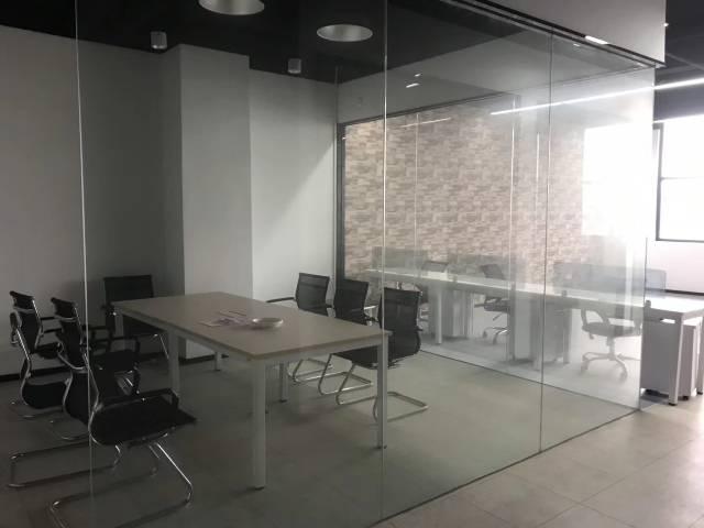 观澜轻轨站带玻璃隔间带办公家私交通便利