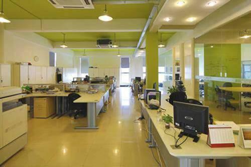 惠州仲恺高新区新出写字楼带装修办公室可分租1880平方米,招图片2