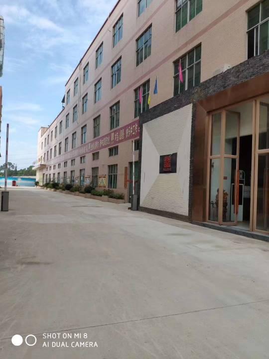 平湖富民工业区新出二楼整层1350平方招租
