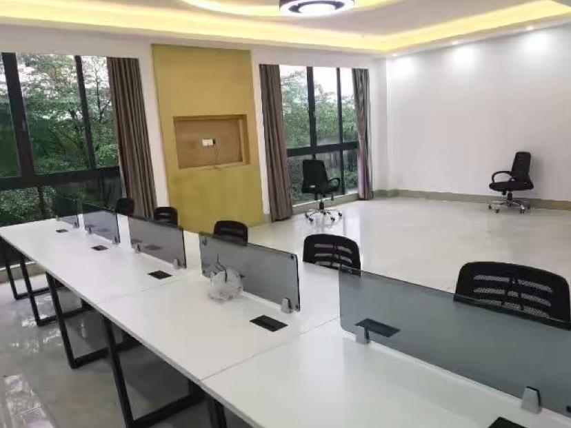 新出黄埔区鱼珠地铁口零距离三楼186平精装修办公室出租