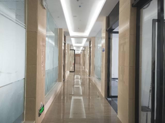 福永塘尾地铁口精装修100平办公室出租
