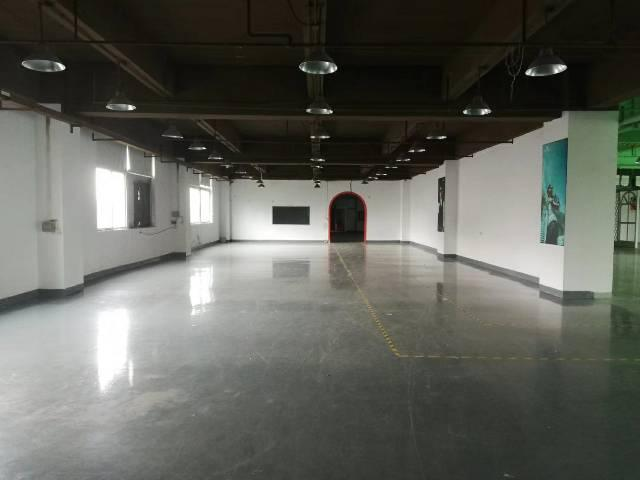 平湖华南城楼上2300平可分租适合做电子电商仓库,服装